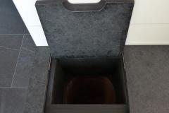 Sitzbank Bad mit integriertem flächenbündigem Wäschabwurf 2