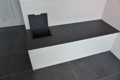Sitzbank Bad mit integriertem flächenbündigem Wäschabwurf 1