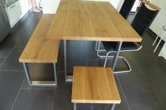 Bank-Tisch-Hockerkombination mit Edelstahlkufen + Eichenplatte