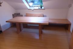 eingebaute Bank mit Tisch