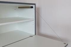 Eingesteckte Schränke integriert in Trockenbauwand - Hängeschrank mit Barklappe 2