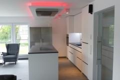 Wechsel-LED-Beleuchtung, Dunstabzug mit großer Kopffreiheit