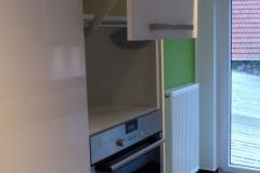 Hochglanzküche mit Theke - Detail Klappsysteme