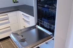 Hochglanzküche mit Theke hochgesetzte Spülmaschine
