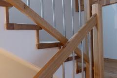 Detail Eichenstufen auf Betontreppe 2