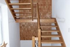 Eingestemmte Podesttreppe aus Eiche