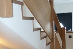 Treppenstufen auf Betontreppe inklusive Geländer aus Eiche 2