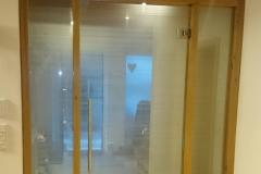 Windfang mit Pendeltür aus Glas