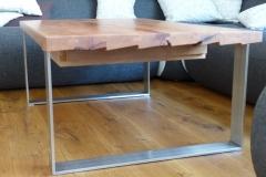 Couchtisch mit Edelstahlkufen + Platte aus uraltem Birnbaum - Detail Tischkante + Gestell